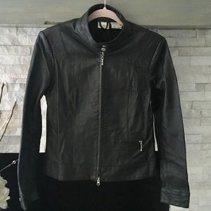 BLACK LEATHER ZIP UP JACKET WITH ONE ZIPPER POCKET